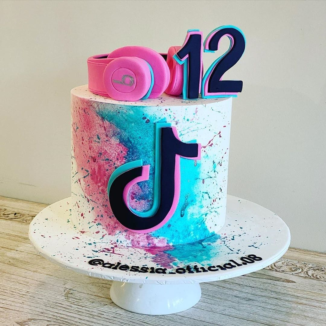 13 Cute Tik Tok Cake Ideas Some Are Absolutely Beautiful 14th Birthday Cakes Birthday Cakes For Teens Cool Birthday Cakes