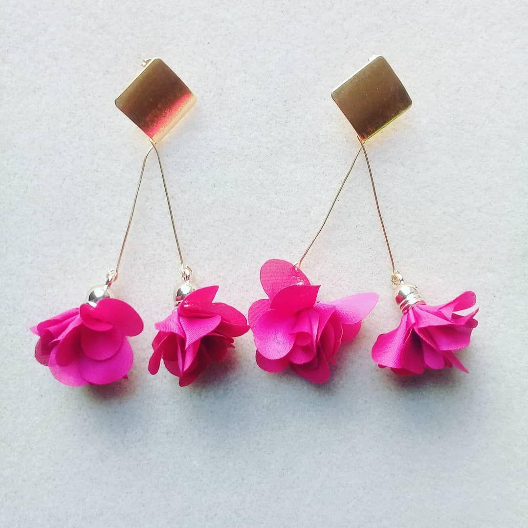 bef962118dbc  aretes  borla  flor  fucsia  alambrismo  moda  belleza  accesorios   hechoamano  queregalar  joyas  bisuteria. Envíos a toda Colombia.