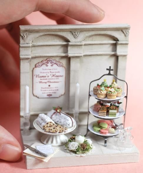 I'd just like to thank miniature artisan Satoshi Tanaka (Tanaka Tomo) behind the Japanese miniatures company, Nunu's House, for creating these tiny lil' works of art, all of which are completely handmade btw, for our visual appreciation.