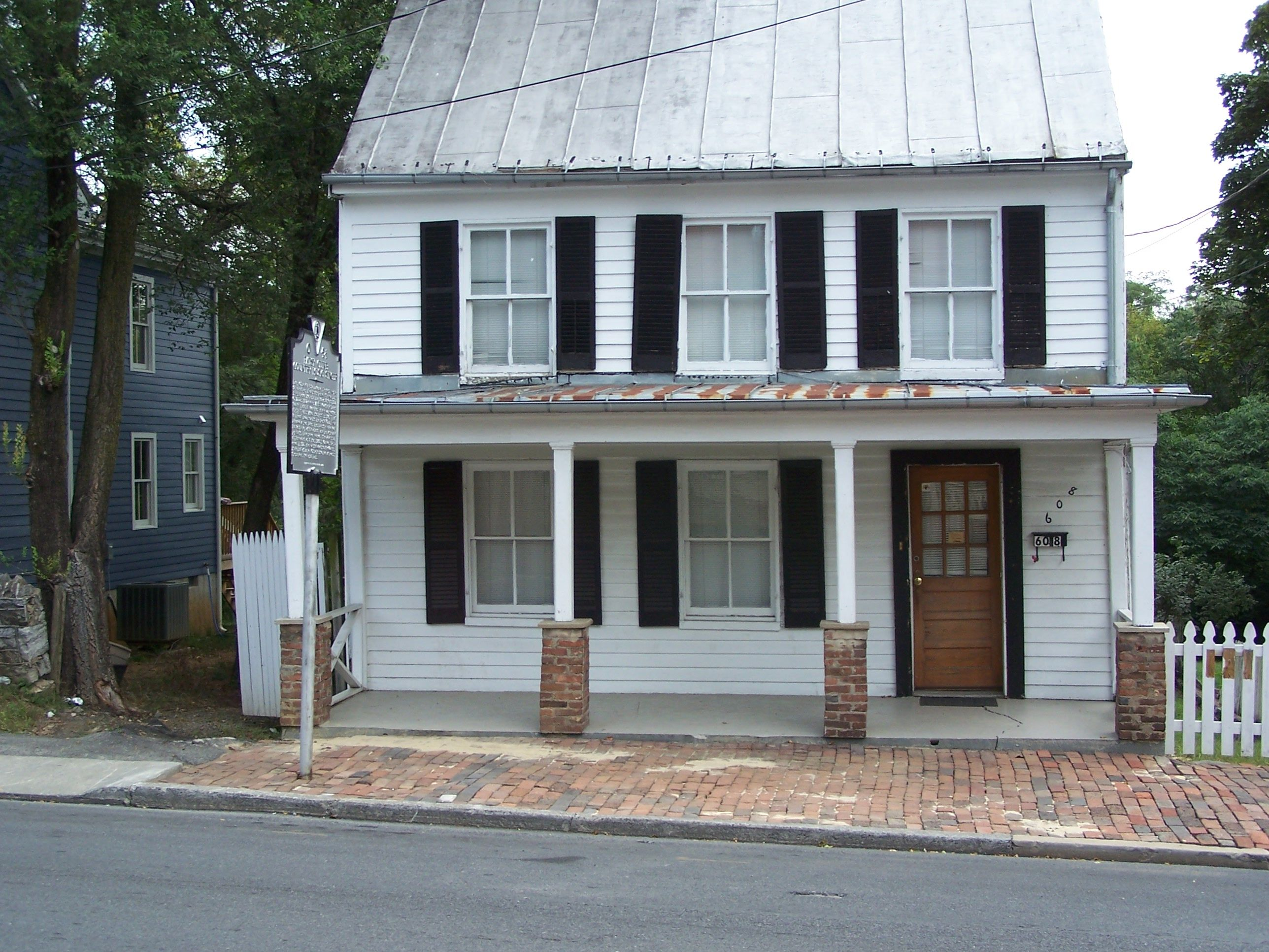 Home Where Patsy Cline Grew Up 2010 House Was Turned Into A Museum Patsy Cline I Fall To Pieces Winchester Virginia