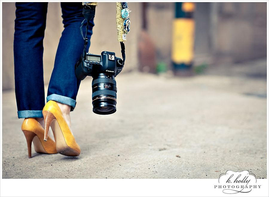 yellow shoes, jeans, and a camera - perfect!