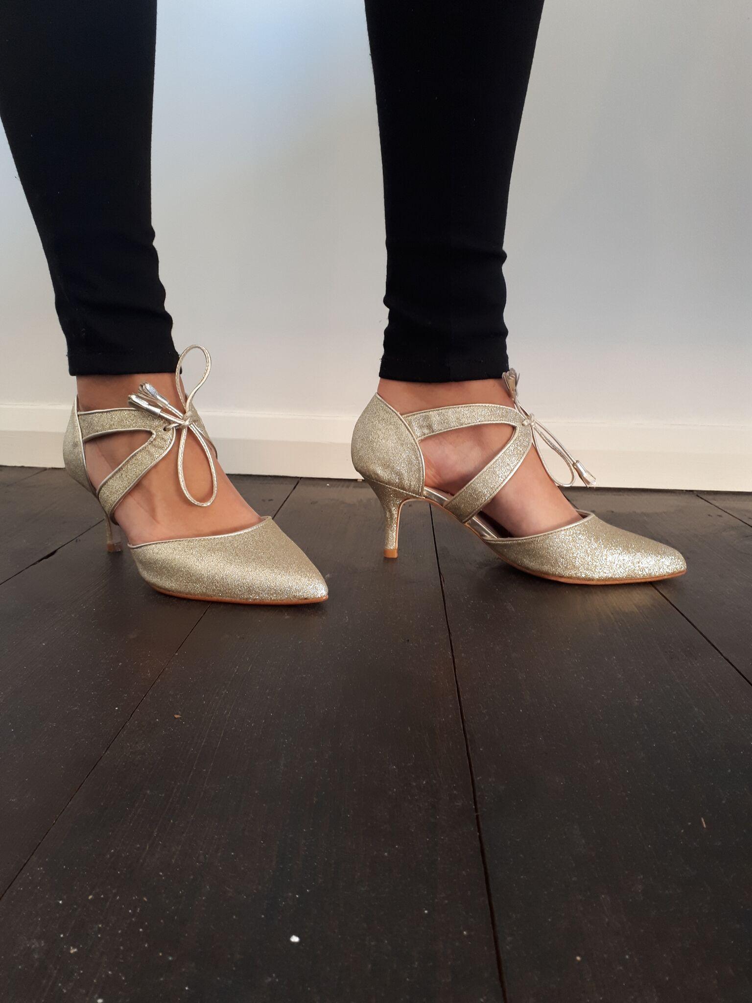 Kitten heel shoes, Wide fit shoes