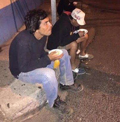 Indigentes de Heredia recibieron anoche comida y abrigo