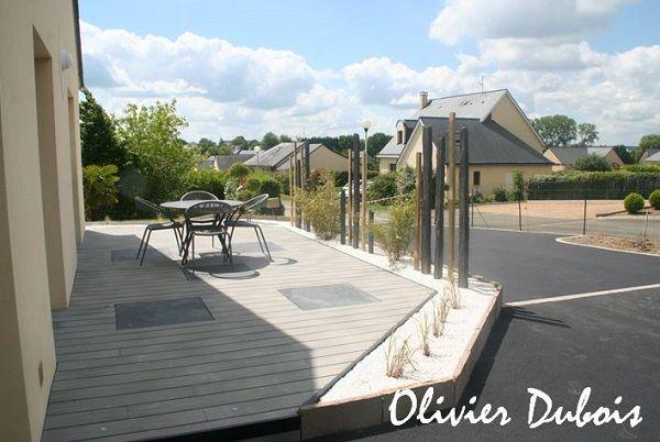 oc wood terrasse contemporaine en lames composites et dalles en pierre cr dits olivier. Black Bedroom Furniture Sets. Home Design Ideas