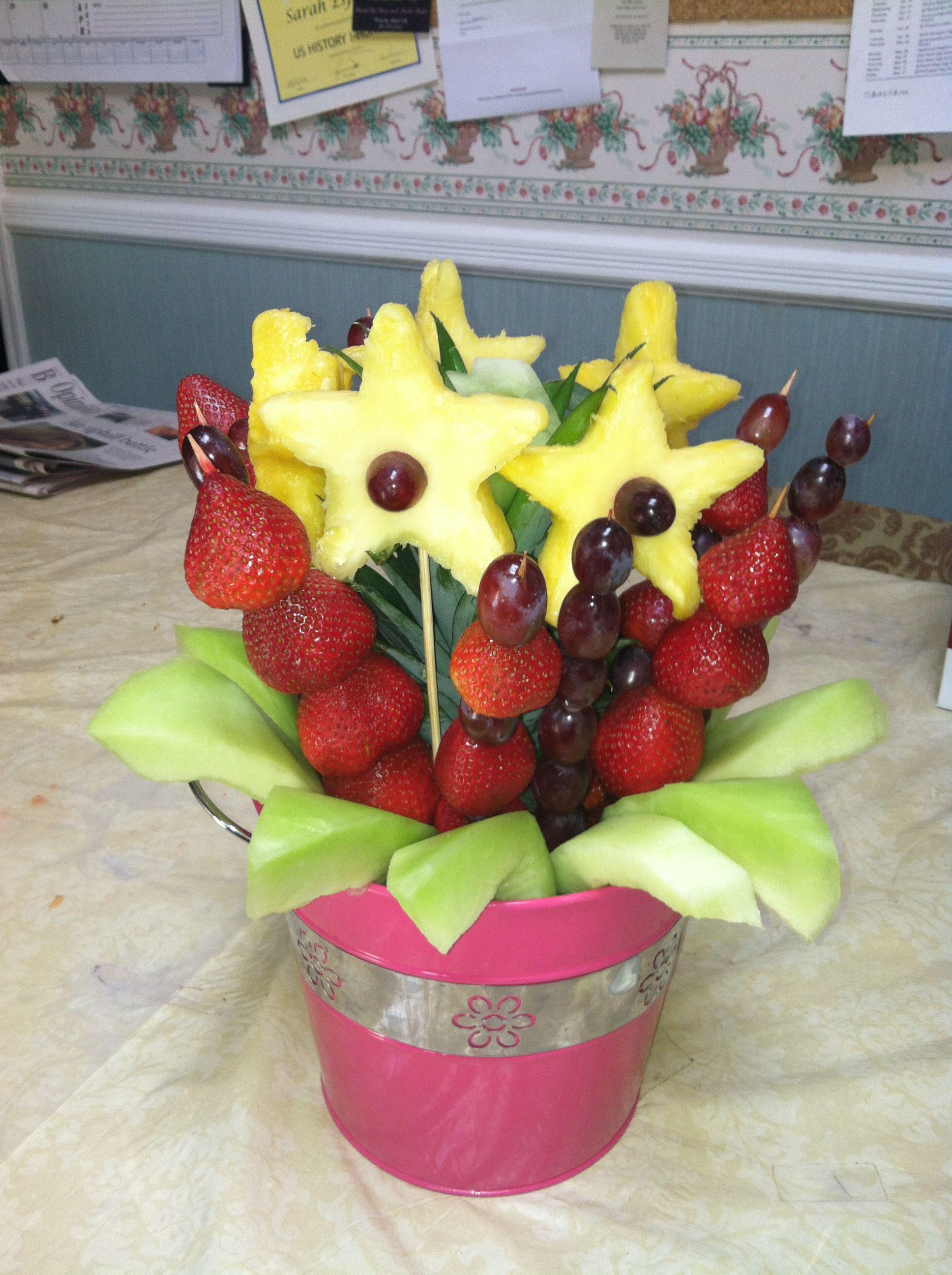 fruit arrangement Fruit creations, Edible arrangements