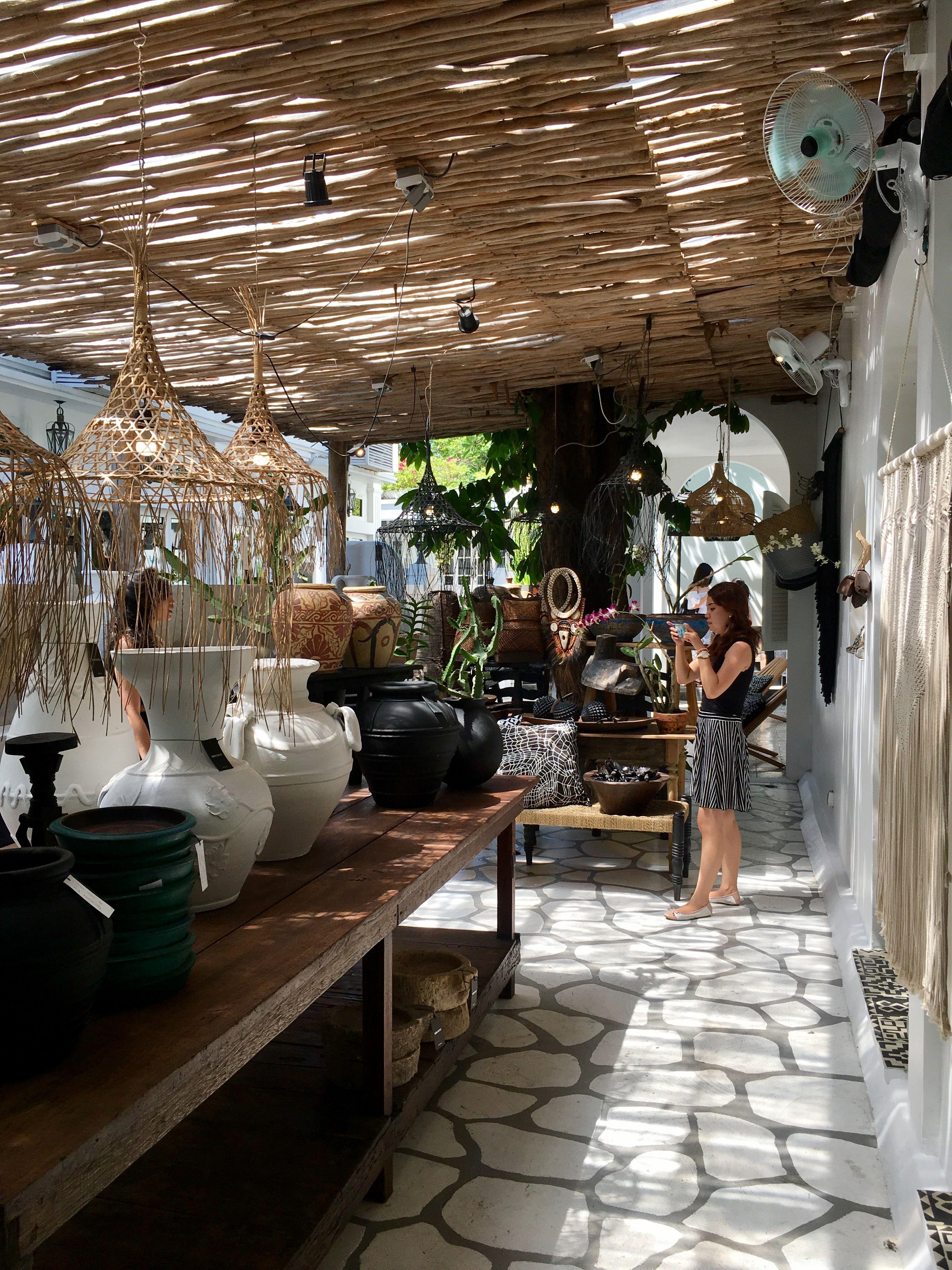 Kim-soo.Seminyak-Bali  พื้นหลัง