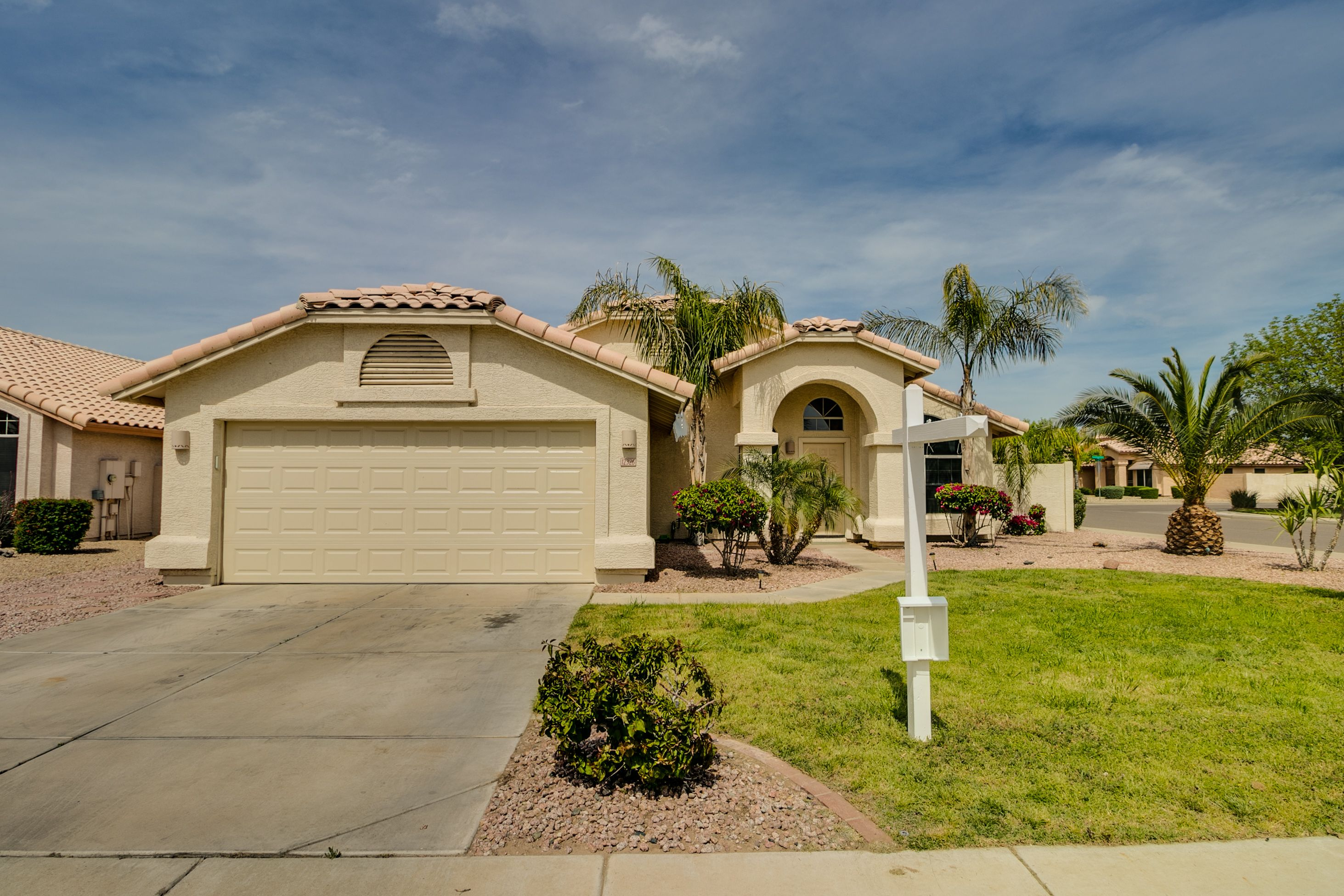 Property Address 12326 W Windsor Ave Avondale Az 85392 4 Beds 2 Baths Private Pool Polished Travertine Floor Travertine Floors Avondale House Styles
