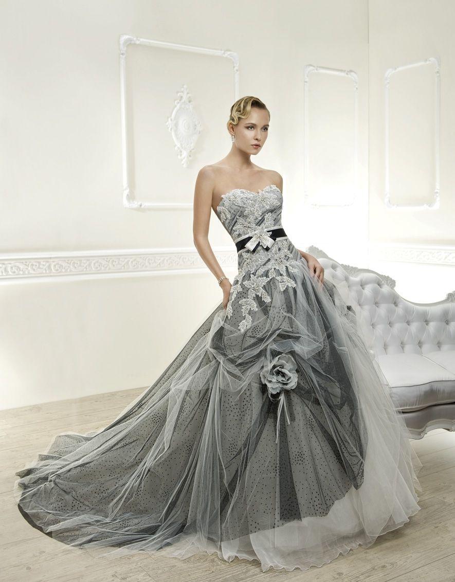White and silver wedding dresses  Robes de mariée colorées   Corsage Wedding dress and Robe