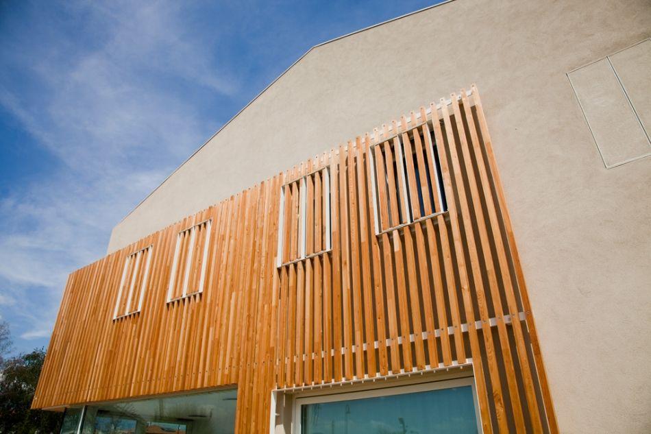 Diseño de casa ecológica construida con materiales reciclados y se