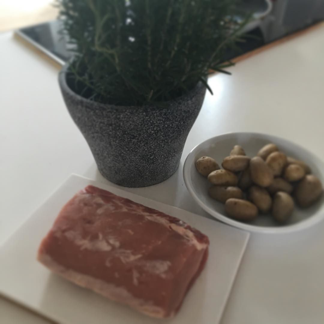 Sonntag = Kochtag #paleo #food #foodlover #foodporn #fleisch #kartoffeln #rosmarin #gesund #cooking #kochen #health #colitisfighter by platzsparend