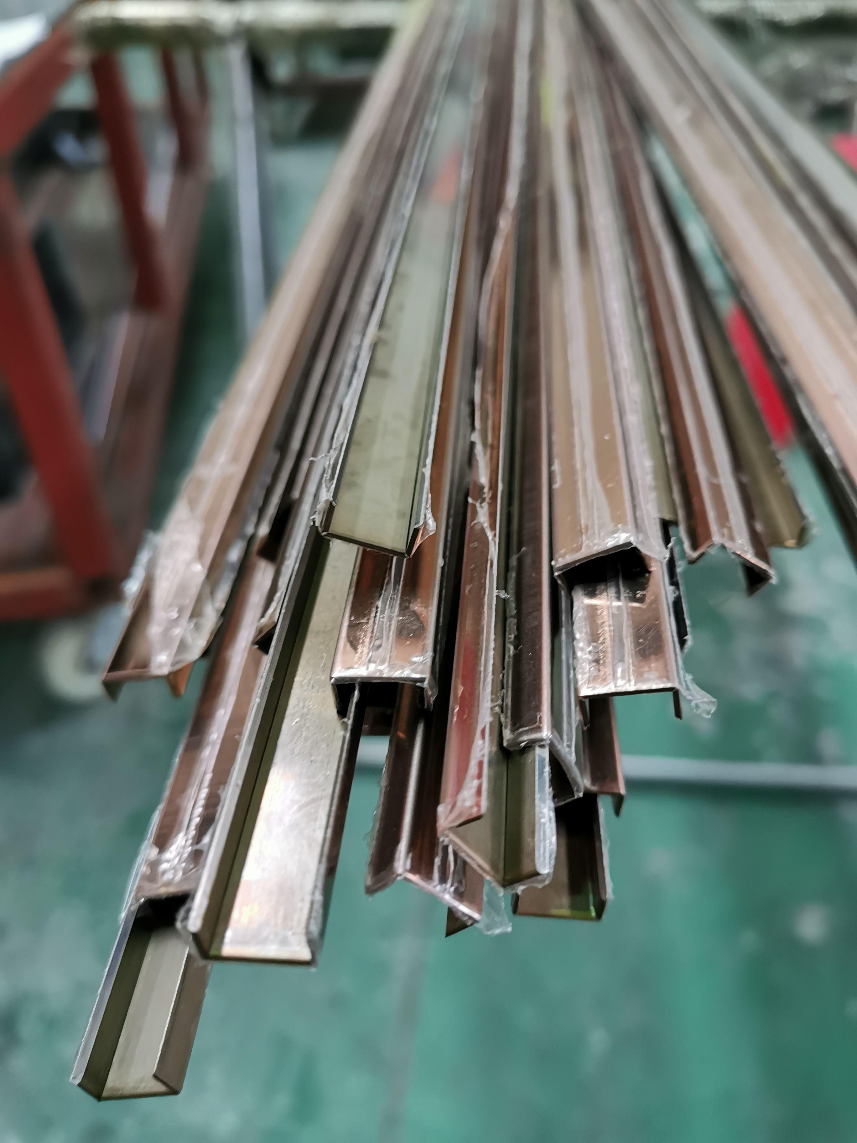 Deep Dividing Strip Dural 25 Mm 5 Mm Brass Natural Gold 2 5 M Terrazzo Flooring Flooring Terrazzo