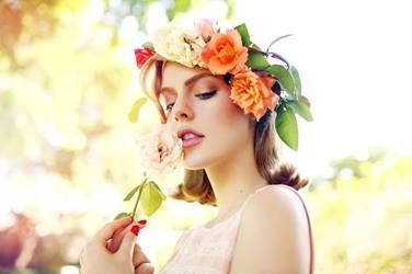 >> Love the floral crown. I'd use different colors though.