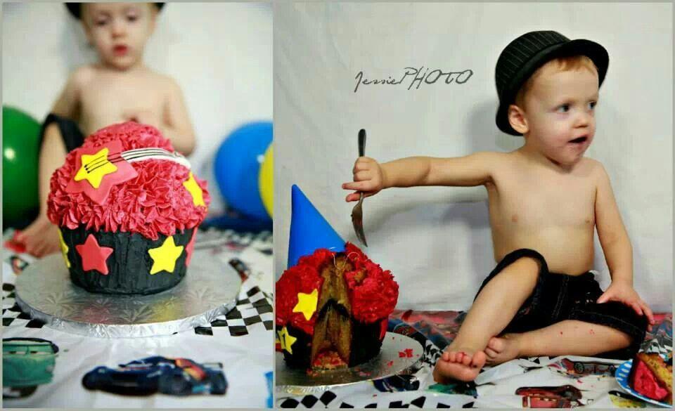 Rock star cake smash www.mandashomemadecupcakes.com