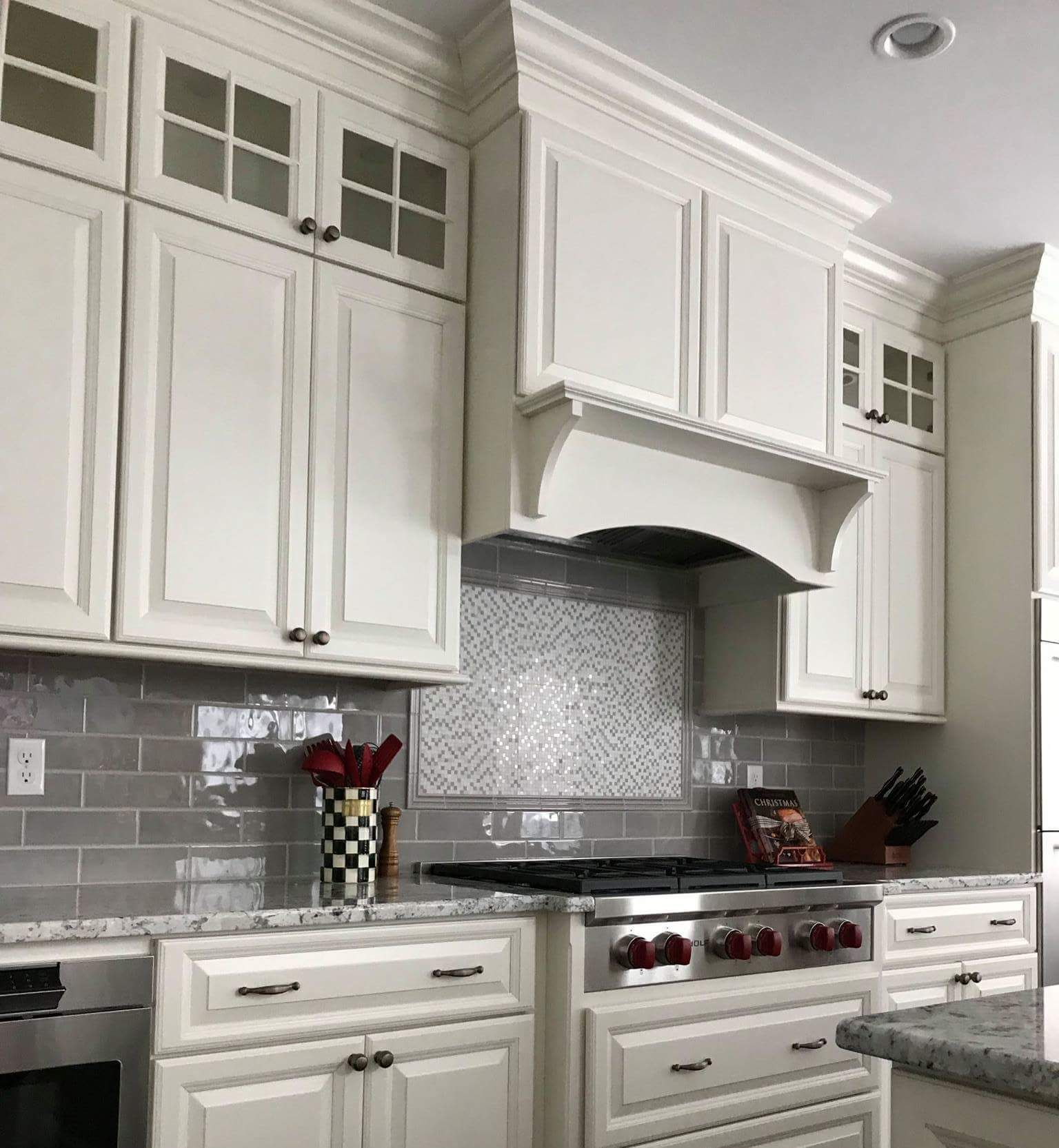 Candlelight Cabinetry Elite Square Full Overlay In Aurora White Designed By Lisa Ellis At Kitchen Advantage In Candlelight Cabinetry Cabinetry Candlelight