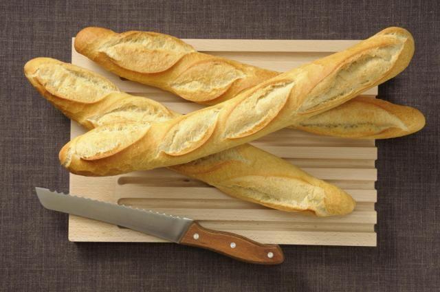 Classic and Crusty French Bread | Recipe in 2020 | Crusty ...
