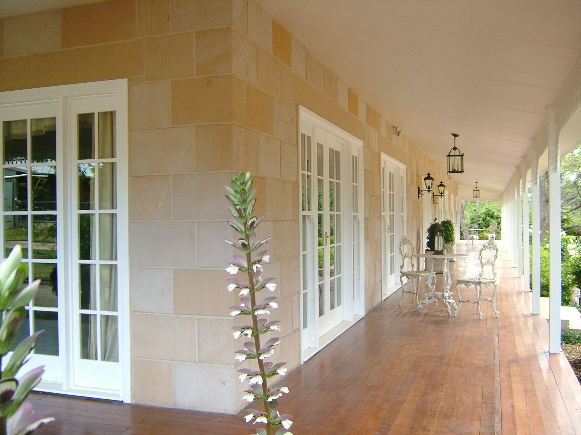 Classic Colonial Sandstone Homes Full Of Real Warmth And Charm See More Stunning Ecosmart Stone Australian Country Houses Facade House Country Home Exteriors