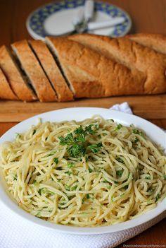 Preparar espagueti con ajo y aceite, siempre me saca de apuros y es una verdadera delicia. Te dejo la receta para que disfrutes su rico sabor y sencillez.