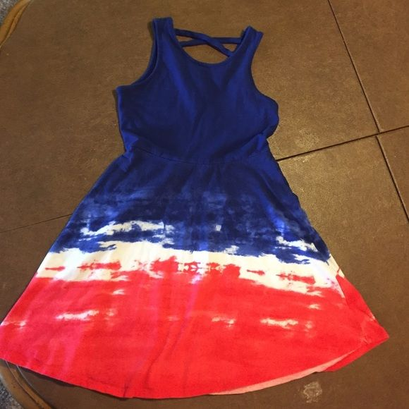 Girls short sundress red white and blue XS (7/8) Would possibly fit size 6. Great for July 4th! Dresses #shortsundress