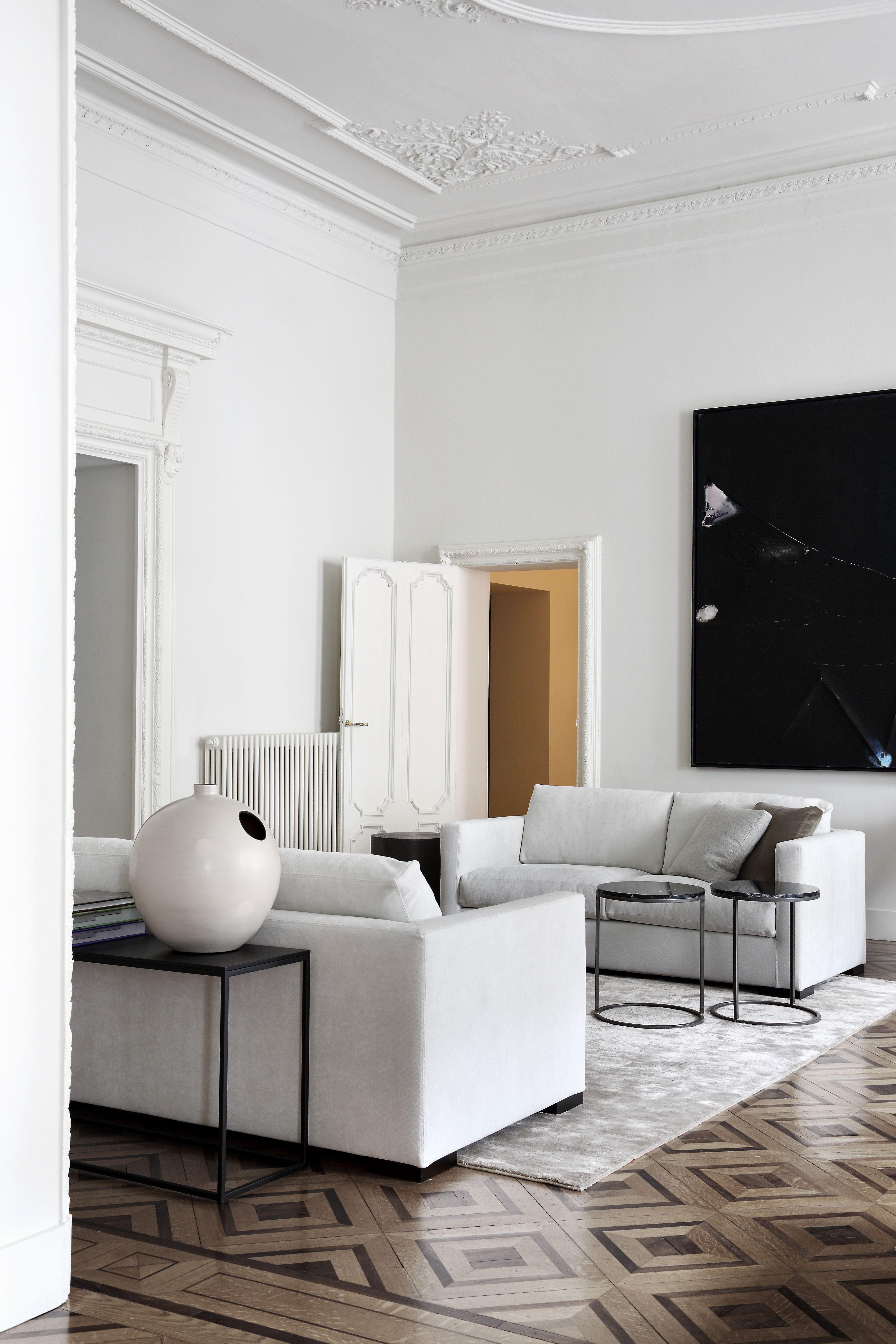 Modernes Wohnzimmer in Wei  Schwarz und Braun