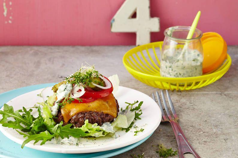 Brotloser Burger Mit Krauterremoulade Rezept Fit For Fun Rezept Rezepte Low Carb Burger Rezepte Gesund