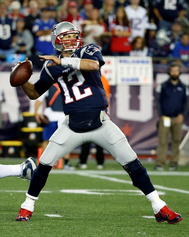 Tom Brady Passes Tom Brady New England Patriots Football Nfl Photos