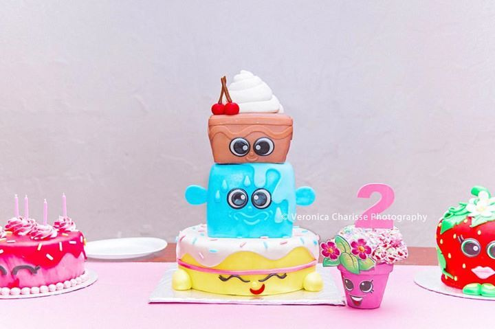 Such a gorgeous cake at the birthday party I photographed last night! I need me some cake!! My favorite cake is marble cake with Caramel frosting. What's your favorite?  Cakes by: Alisha Perez   #childphotography #wendoverphotographer #saltlakecityphotographer #nevadaphotographer #utahphotographer # cakes #shopkins #shopkinsparty #instagood