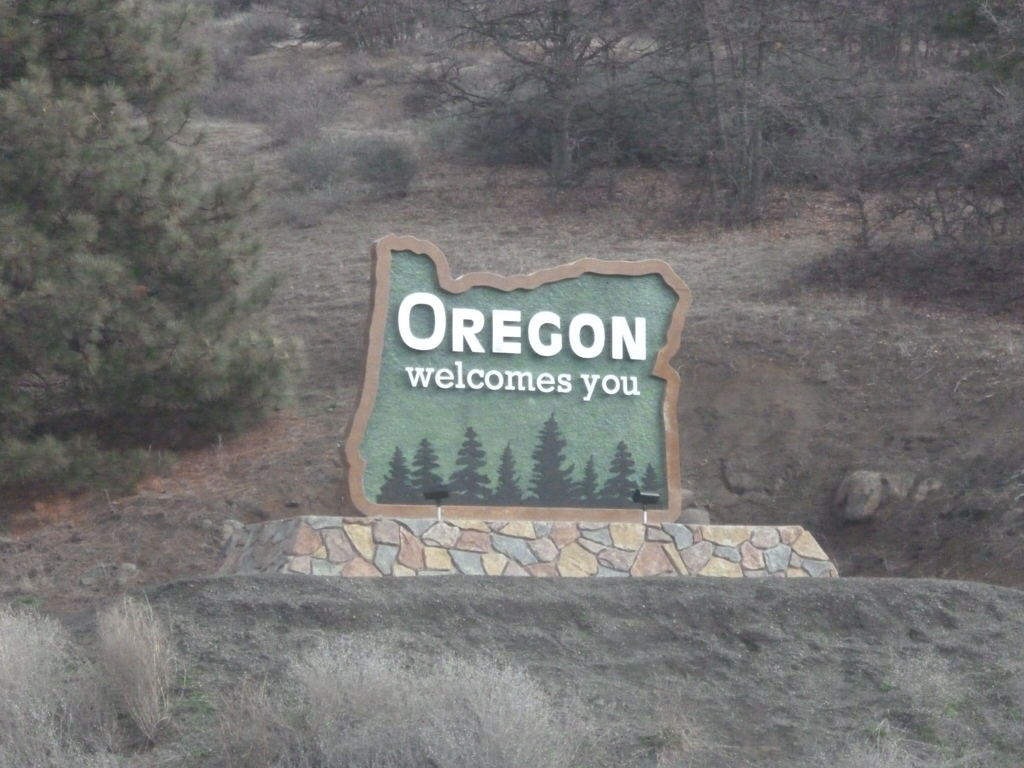 Welcome to Oregon sign.  I-5, California/Oregon state line, 2014.