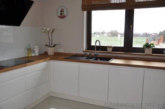 Okno Oswietlajace Kuchnie Biale Szafki Duza Kuchnia I Dobrze Zagospodarowana Kitchen Design Home Home Decor