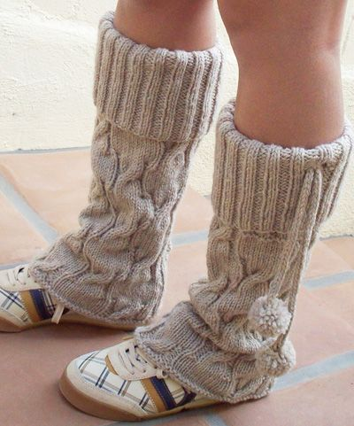 Mosey legwarmers - tried to make these a couple of years back and went wrong. Maybe this year if I start today... Love the pompoms and the cuffs and the shoes