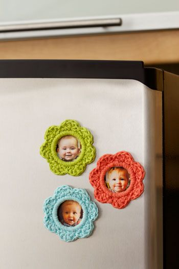 """Lily: Download Free Pattern Details - Sugar 'n Cream - """"Pretty as a Picture"""" Frames (cr) - These pretty crocheted frames are perfect for showing off photos of friends and family. Shown in Lily Sugar 'n Cream:. 2 sizes (Small: 31/2"""" [9 cm]. Large: 81/2"""" [21.5 cm])"""