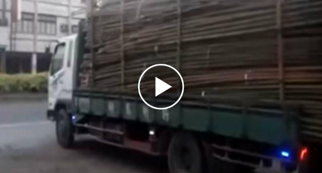 A Maneira Mais Rápida De Descarregar Um Camião… Estilo Tailandês!!! http://www.funco.biz/maneira-mais-rapida-descarregar-um-camiao-estilo-tailandes/