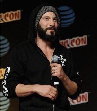 """delos-mio:  """"Full beard ✔️  Hoodie + no shirt ✔️  Beanie ✔️  HANDS ✔️  Cutest face in the world ✔️  """""""