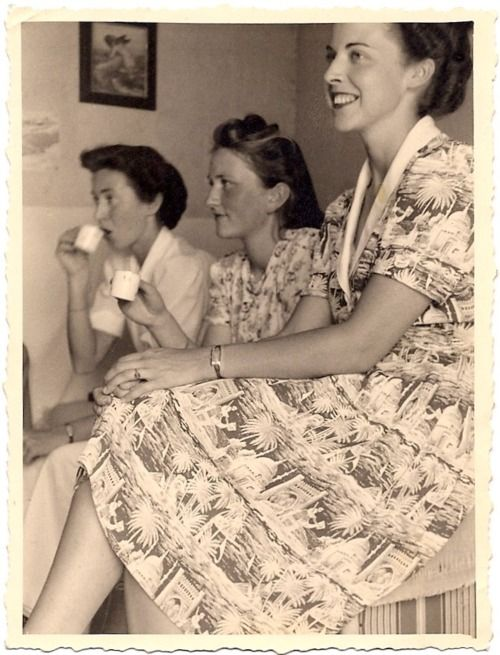 Three 1940s gals enjoying a spot of tea and looking absolutely lovely in their warm weather dresses. #1940s #women #forties #vintage #dress #clothing #tea