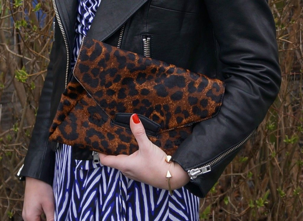 Leo clutch and gold bracelet. See all the details here: http://www.kathrinerostrup.dk/2013/05/dagens-outfit-dvf-dress/
