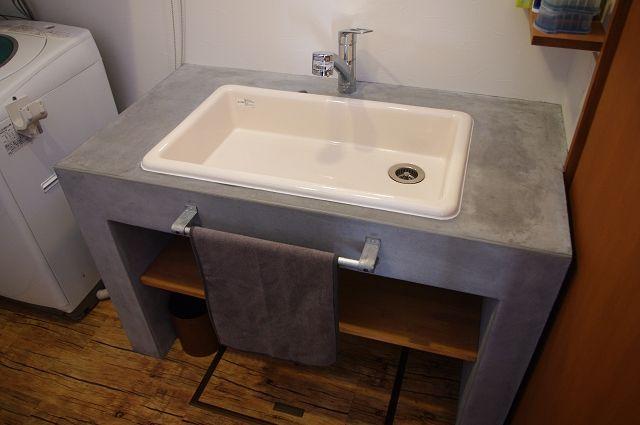 お施主様こだわりの実験用流しを使った モルタル塗り仕上げの洗面台