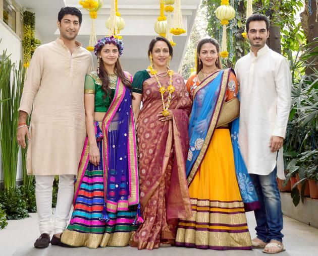Esha Mehndi Ceremony : Ahana deol bollywood celebrity mehndi with hema malini and esha