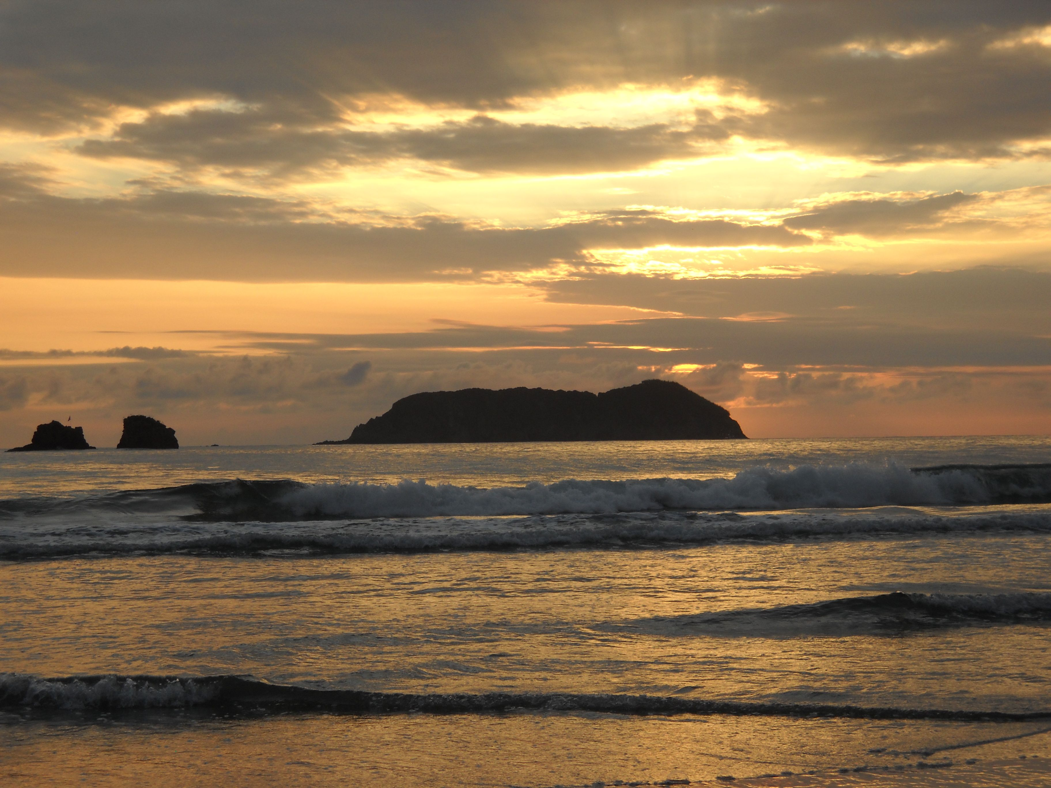 Sunset in Manuel Antonio, Costa Rica. Such an amazing country.