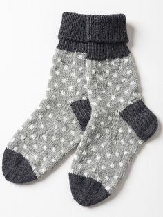 Sukkalehti | Novita knits naisen neulotut villasukat pilkkusukat pilkut pallot pallokuvio nalle