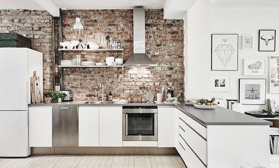 Keuken met bakstenen muur kitchen area muur