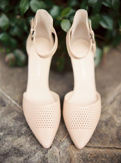 Schuhe Hohe Hochzeit – Moderne Schuhe: www.stylemepretty …   Fotografie: Sawyer …