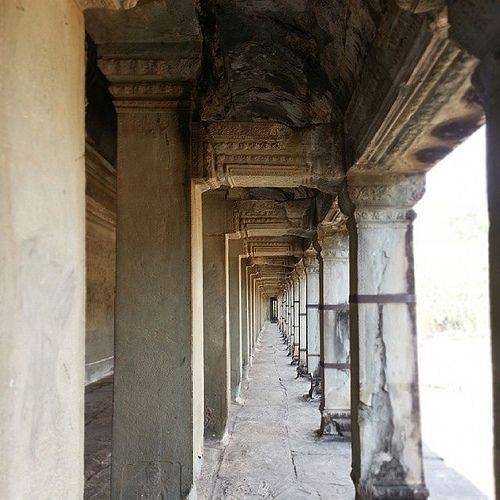 Lorong | The Hallway
