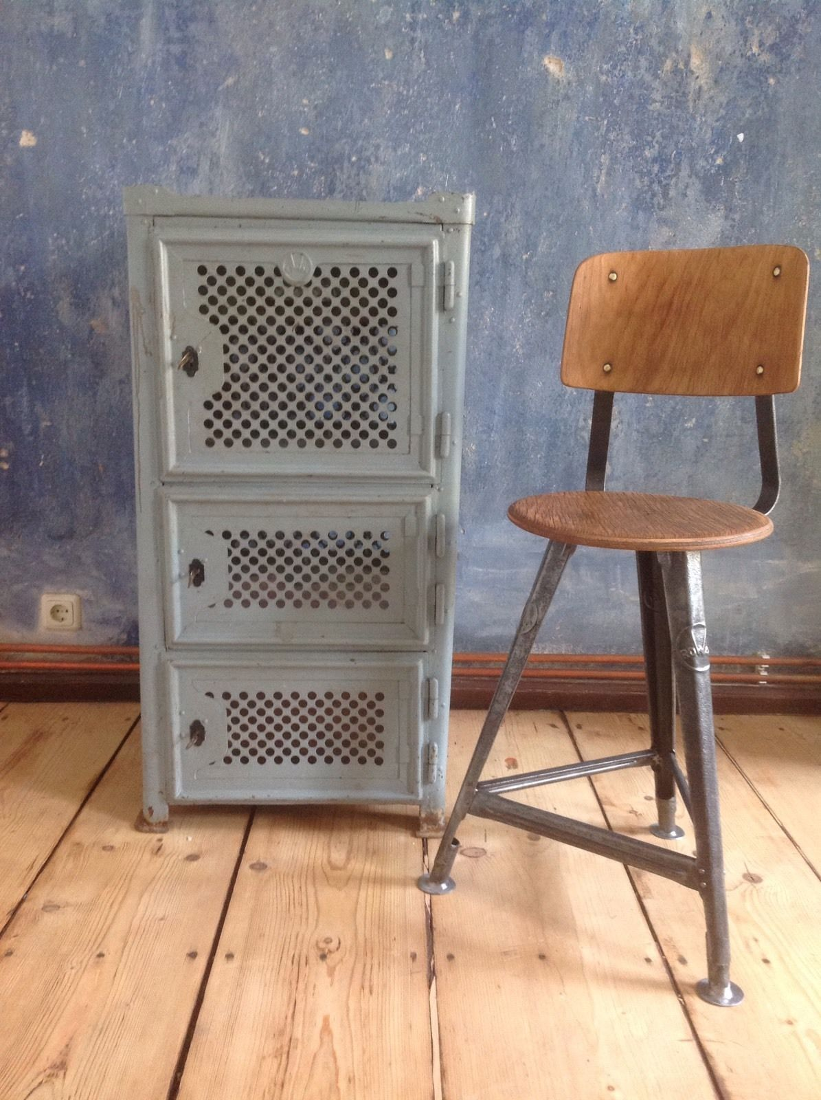 industriedesign loft rowac werkzeugschrank werkstatt metallschrank bauhaus ebay stahl. Black Bedroom Furniture Sets. Home Design Ideas