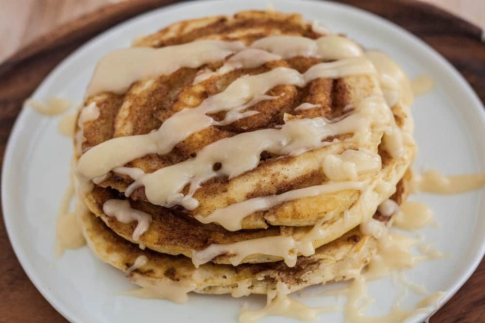 A Pancake Swirled With Cinnamon Sugar And An Amazing Cream Cheese Glaze On Top Doesn T Get Much Bet Cinnamon Roll Pancakes Yummy Pancake Recipe Tasty Pancakes