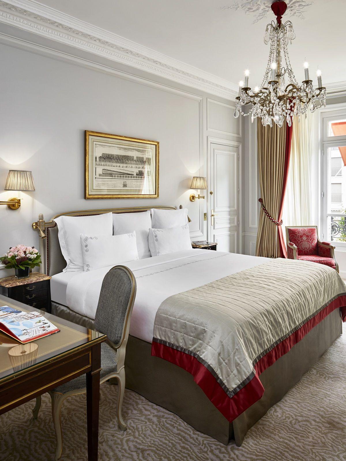 7 Star Hotel Rooms: Avenue Montaigne View At Hôtel Plaza Athénée