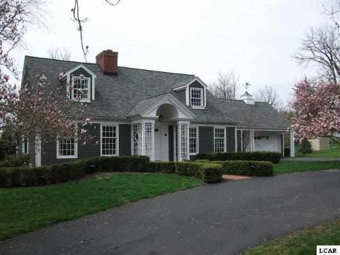 Pretty Dark Gray Cape Cod Cape Cod Exterior Cottage Living House Colors
