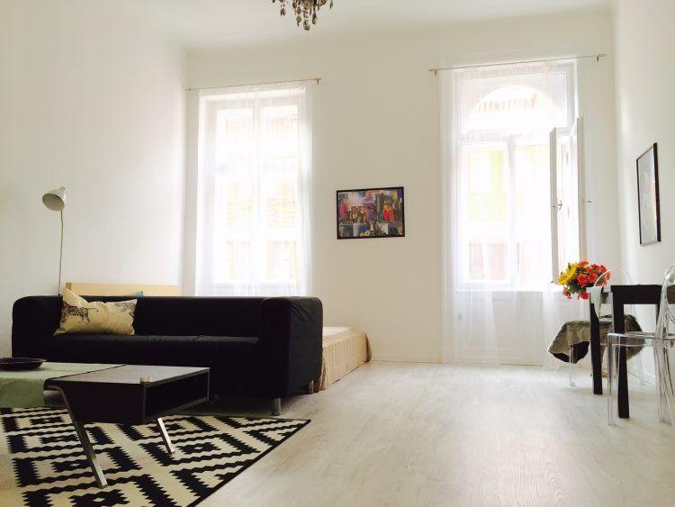 Classical studio apartment in Latvia with a modern twist Studio - küchen wanduhren design