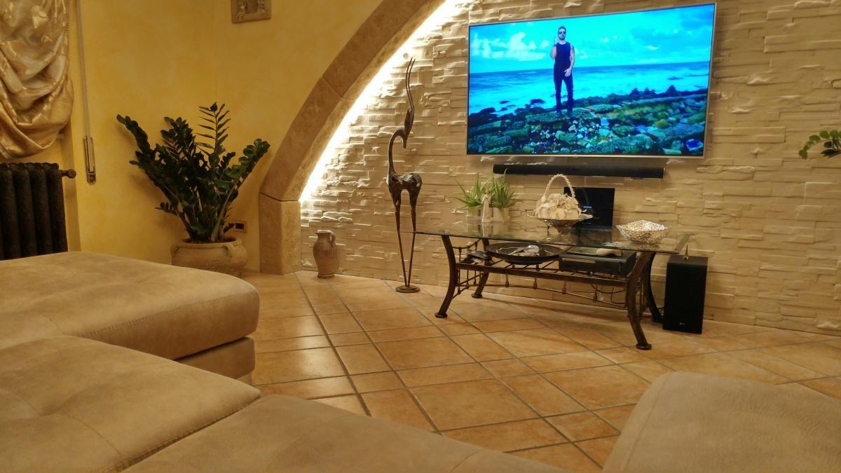 Pareti In Finta Pietra parete attrezzata tv con finta pietra ricostruita (con