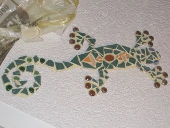 mosaik gecko an rauputzwand garten pinterest mosaik kita und kreativ. Black Bedroom Furniture Sets. Home Design Ideas
