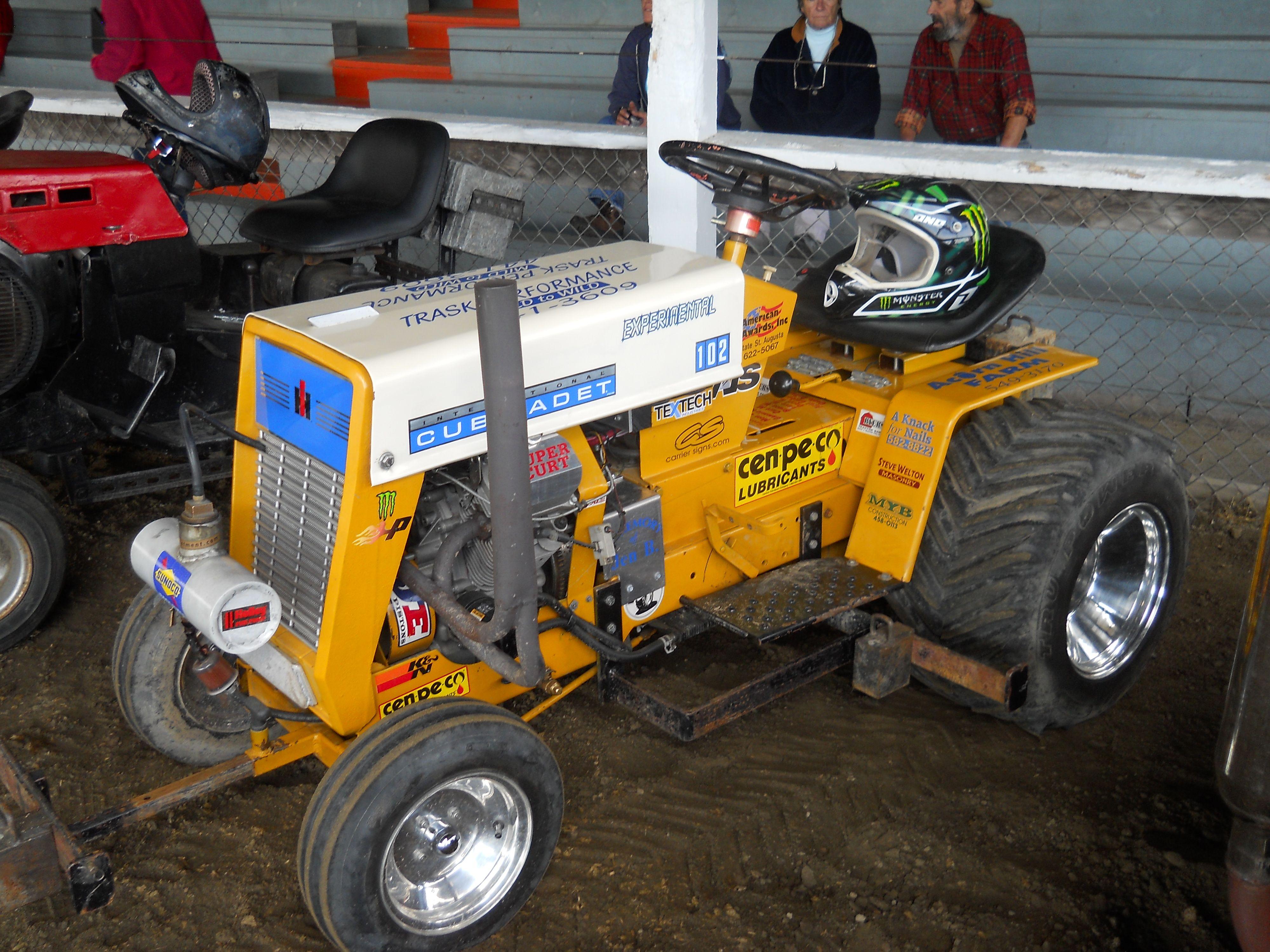 Cub Cadet Pulling Tractors : Cub cadet sponsors in the lawn mower pull contest https
