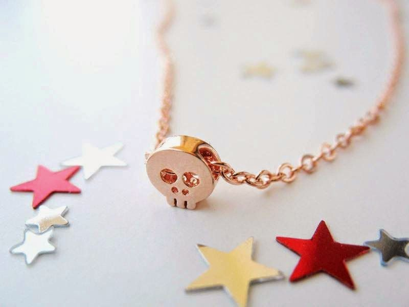 Skull necklace in rose gold by 53 Countesses